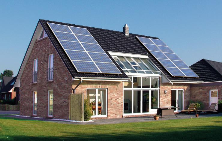 Energieeffizient bauen und leben - Hersteller von Massivhäusern plant zukunftsorientierte Plusenergiehäuser